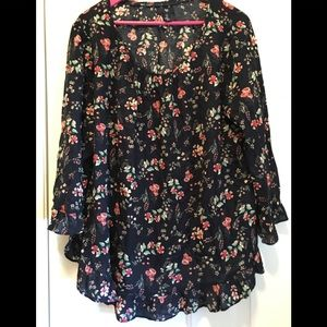 Floral 3/4 length sleeve flowy top